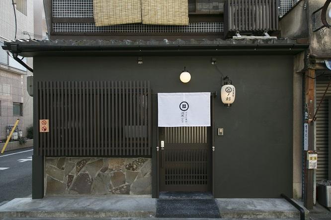 伝統ある宿の玄関